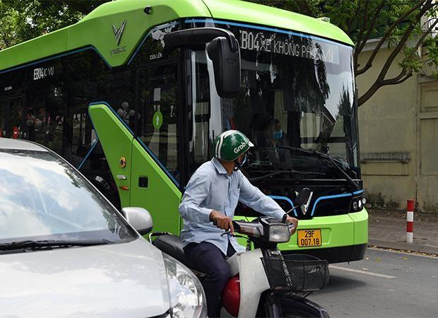 Vinbus thử nghiệm lộ trình trên đường phố Thủ đô trước khi chính thức vận hành ảnh 5