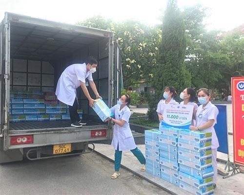 Cô Gái Hà Lan tiếp tục mang 450.000 ly sữa yêu thương, tiếp sức cho tâm dịch vững vàng ảnh 4