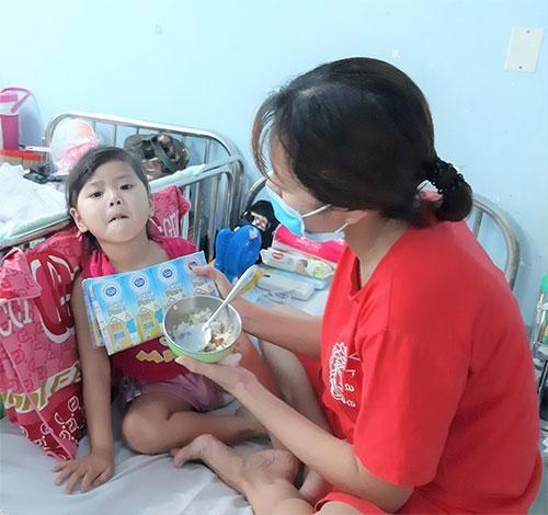 Cô Gái Hà Lan tiếp tục mang 450.000 ly sữa yêu thương, tiếp sức cho tâm dịch vững vàng ảnh 5