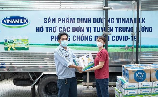 Vinamilk ủng hộ 48.000 sản phẩm cho lực lượng tuyến đầu TP. Hồ Chí Minh trong 2 tuần chống dịch cao điểm ảnh 3