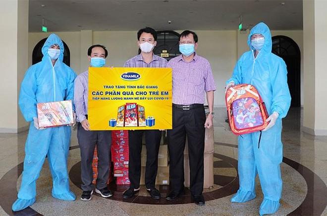Vinamilk ủng hộ 48.000 sản phẩm cho lực lượng tuyến đầu TP. Hồ Chí Minh trong 2 tuần chống dịch cao điểm ảnh 4