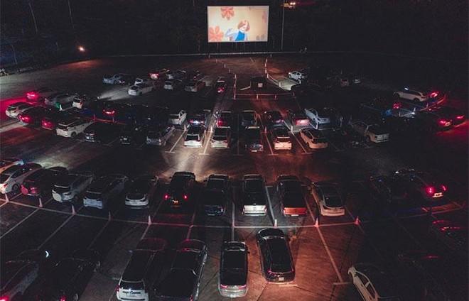 Rạp chiếu phim dành cho người trên ô tô giảm giá vé chỉ còn 50.000 đồng cho người dân Quảng Ninh ảnh 2