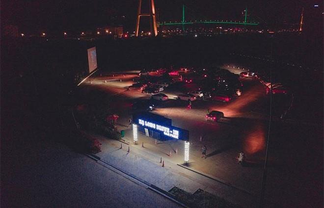 Rạp chiếu phim dành cho người trên ô tô giảm giá vé chỉ còn 50.000 đồng cho người dân Quảng Ninh ảnh 1