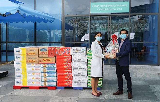 Vinamilk trao tặng món quà sức khoẻ đến cán bộ y tế tuyến đầu và gia đình nhân ngày Gia đình Việt Nam ảnh 2