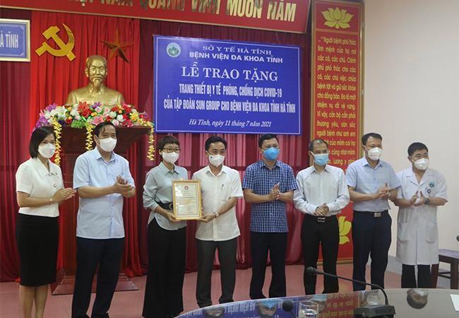 Nhiều trang thiết bị y tế hiện đại hỗ trợ điều trị Covid-19 đã được Sun Group trao tặng Hà Tĩnh và Hưng Yên ảnh 3