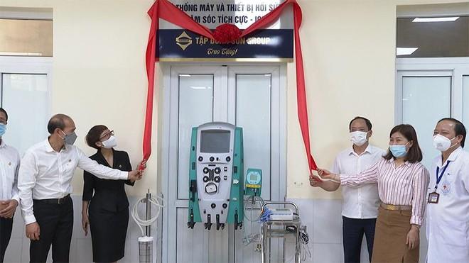 Nhiều trang thiết bị y tế hiện đại hỗ trợ điều trị Covid-19 đã được Sun Group trao tặng Hà Tĩnh và Hưng Yên ảnh 5
