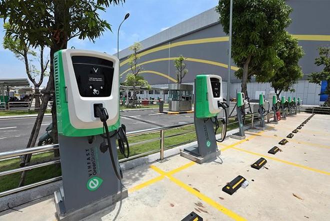Viễn cảnh tương lai xanh sắp thành hiện thực với hơn 40.000 cổng sạc xe điện VinFast ảnh 1