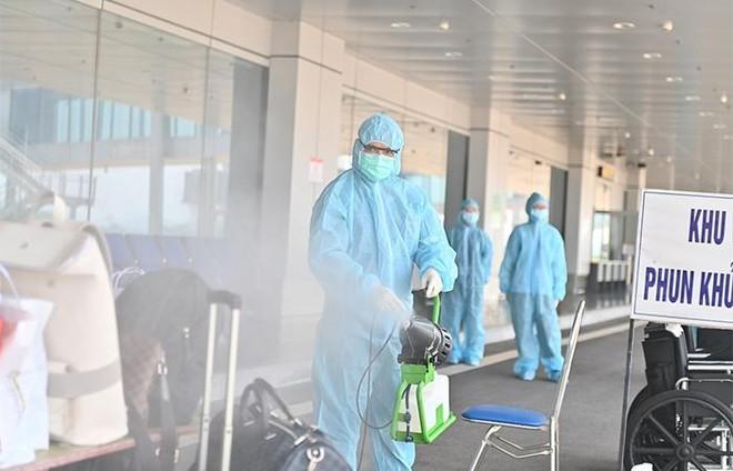 """Sân bay Vân Đồn đón 345 khách có """"Hộ chiếu vắc xin"""" về từ Mỹ ảnh 2"""
