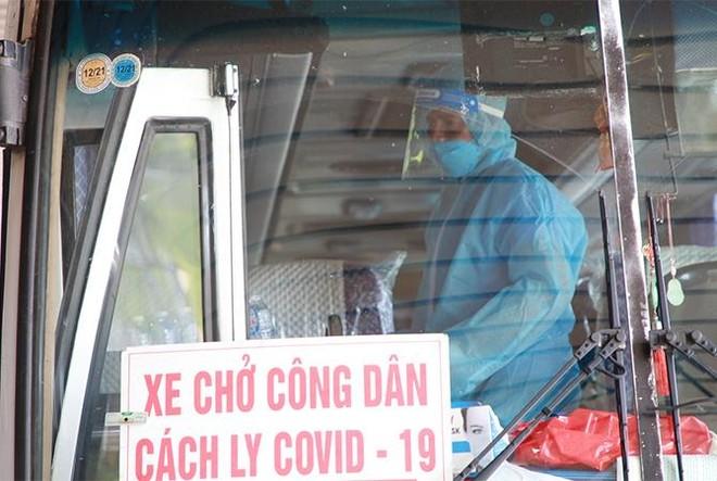 """Sân bay Vân Đồn đón 345 khách có """"Hộ chiếu vắc xin"""" về từ Mỹ ảnh 7"""