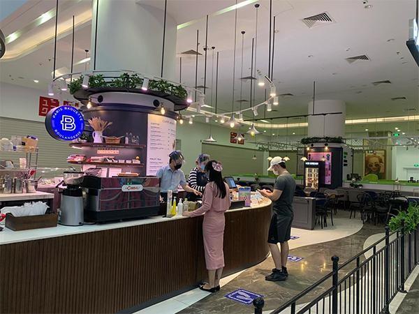 Hà Nội: Một số Trung tâm Thương mại Vincom bắt đầu hoạt động trở lại ảnh 2