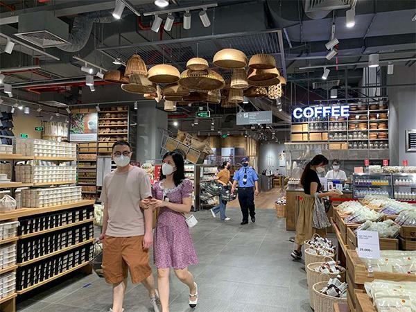 Hà Nội: Một số Trung tâm Thương mại Vincom bắt đầu hoạt động trở lại ảnh 4