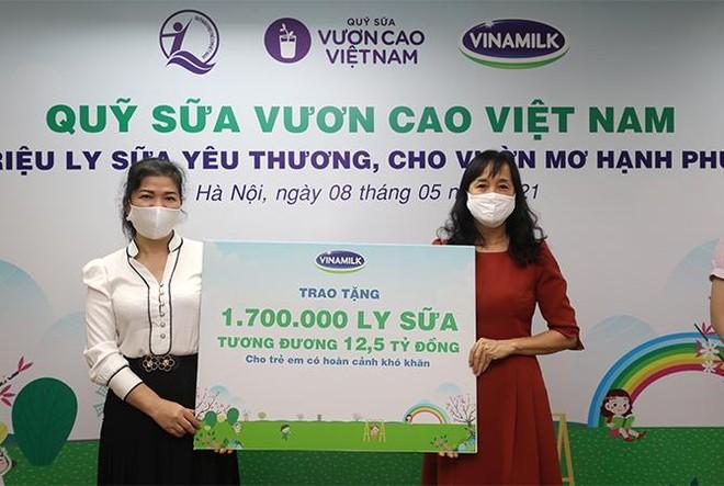 """Vinamilk góp 1 triệu ly sữa cho trẻ em khó khăn với hoạt động """"Cùng góp điểm xanh, cho Việt Nam khoẻ mạnh"""" ảnh 4"""