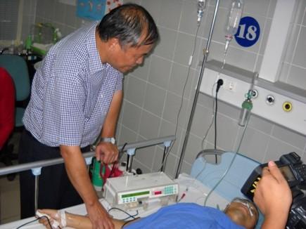 Báo An ninh Thủ đô thăm, động viên CSGT bị thương khi làm nhiệm vụ
