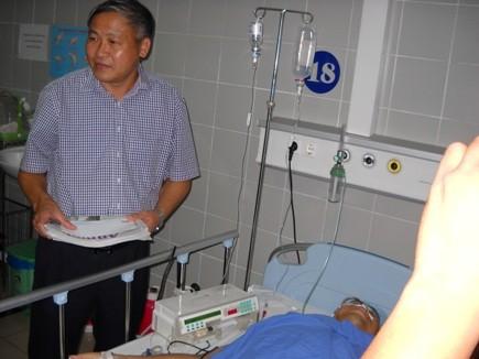 Báo An ninh Thủ đô thăm, động viên CSGT bị thương khi làm nhiệm vụ ảnh 2