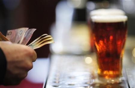 Uống quá nhiều rượu làm tăng nguy cơ viêm phổi ảnh 1