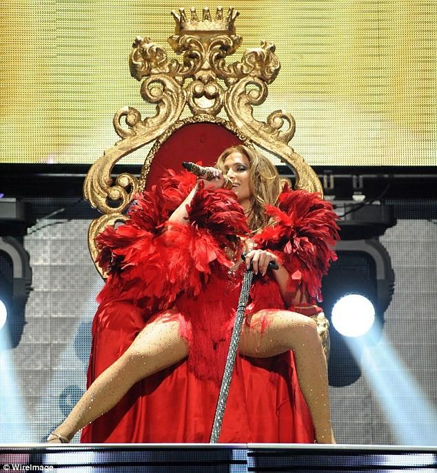 """Jennifer Lopez """"khoe"""" trọn vòng 3 ảnh 1"""