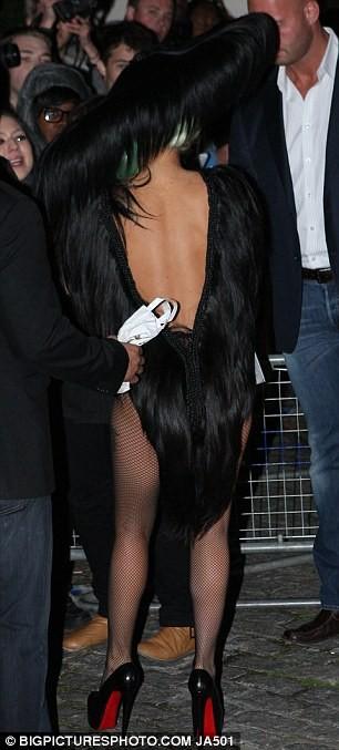 Choáng với trang phục làm bằng tóc của Lady Gaga ảnh 6