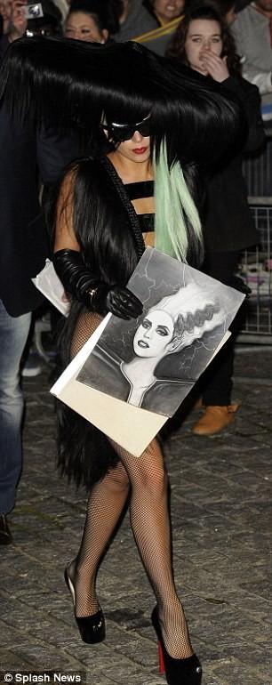 Choáng với trang phục làm bằng tóc của Lady Gaga ảnh 5