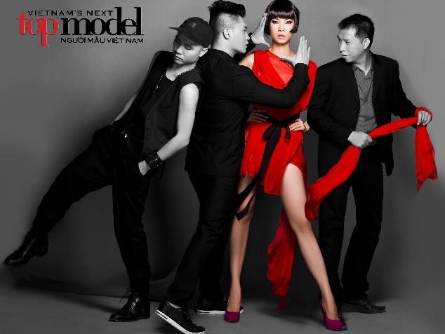 """Giám khảo Vietnam's next top model cùng """"lột xác"""" theo thí sinh ảnh 1"""