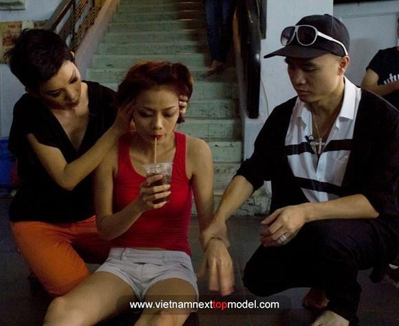 """2 thí sinh Vietnam's Next top model """"choáng"""" vì bài tập thể lực ảnh 8"""