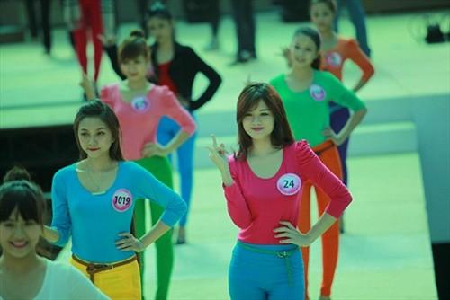 HH Ngô Phương Lan, ca sỹ Hồ Quỳnh Hương làm giám khảo Miss Teen 2011 ảnh 2