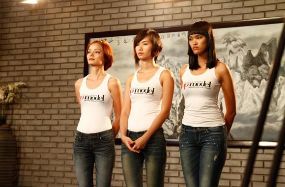 Một chân dài bức xúc vì bị rời Vietnam's Next Top Model ảnh 1