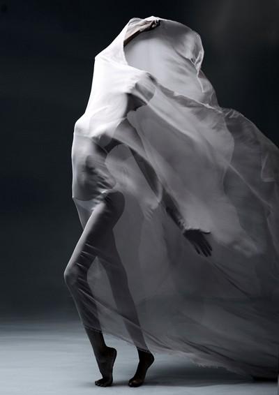 Thí sinh Next Top Model khoe thân sau tấm lụa mỏng ảnh 11