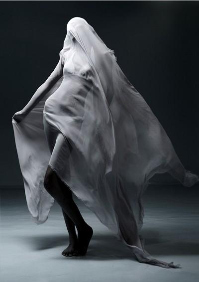 Thí sinh Next Top Model khoe thân sau tấm lụa mỏng ảnh 1