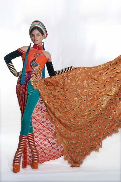 Tuyết Lan mặc áo dân tộc Dao dự thi người mẫu thế giới ảnh 3