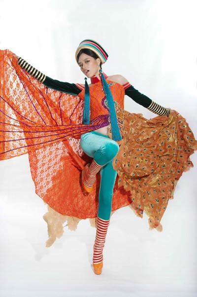 Tuyết Lan mặc áo dân tộc Dao dự thi người mẫu thế giới ảnh 4