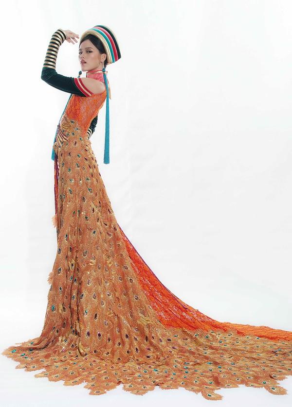 Tuyết Lan mặc áo dân tộc Dao dự thi người mẫu thế giới ảnh 2