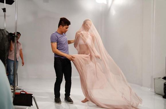 """""""Phù thủy"""" Nam Trung dạy Top model tạo dáng ảnh 2"""