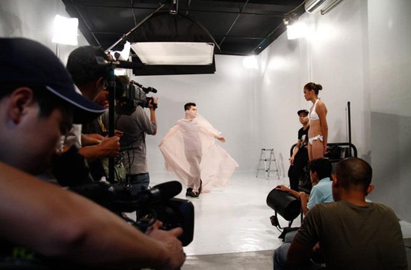 """""""Phù thủy"""" Nam Trung dạy Top model tạo dáng ảnh 4"""