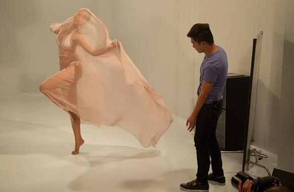 """""""Phù thủy"""" Nam Trung dạy Top model tạo dáng ảnh 8"""