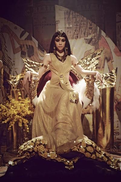 Hà Hồ trở thành Nữ hoàng Ai Cập quyền lực và quyến rũ