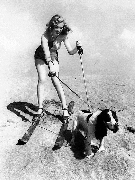 """""""Huyền thoại sắc đẹp"""" Marilyn Monroe rực rỡ bên thú cưng"""