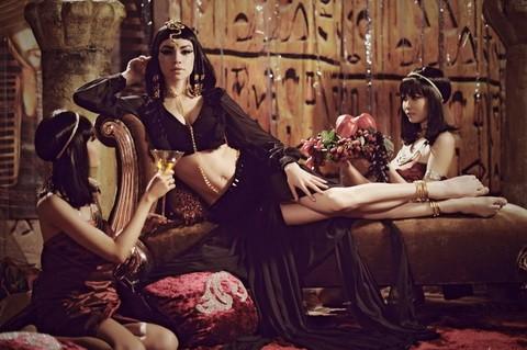 Hà Hồ trở thành Nữ hoàng Ai Cập quyền lực và quyến rũ ảnh 3