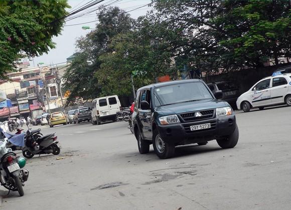 """Lợi dụng địa điểm """"an toàn"""", nhiều xe ngang nhiên chiếm dụng đường phố ảnh 1"""