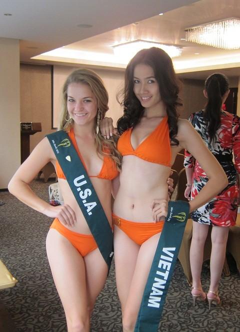 Phan Thị Mơ khoe dáng trước đêm chung kết Miss Earth 2011