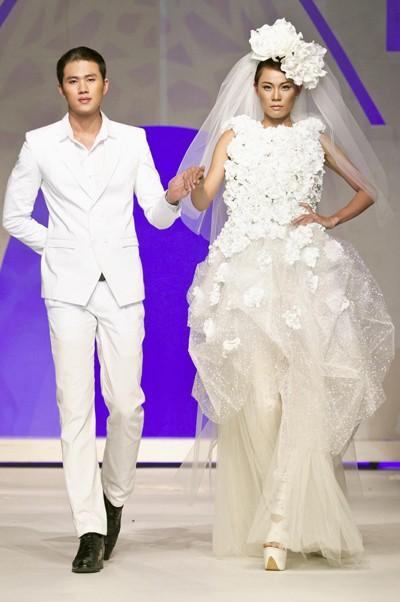 Thí sinh Next Top Model rạng rỡ làm cô dâu