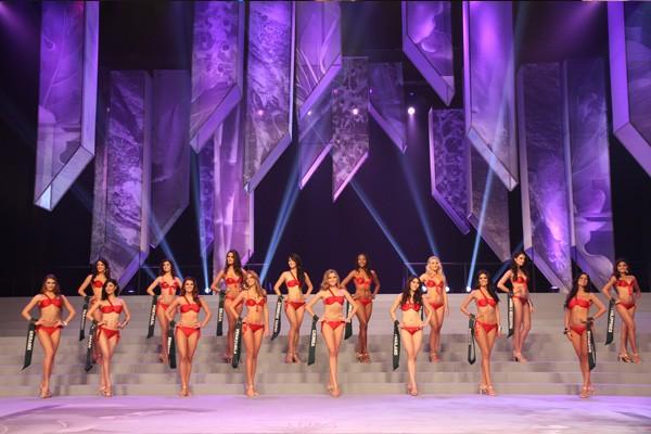 """""""Bỏng mắt"""" với nhan sắc Miss Earth 2011 ảnh 5"""