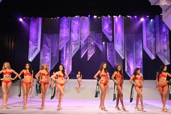 """""""Bỏng mắt"""" với nhan sắc Miss Earth 2011 ảnh 7"""