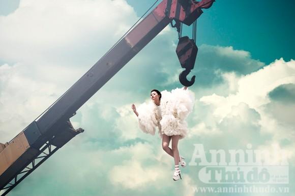 Thí sinh Next top model hóa mây, bay lơ lửng trên cao ảnh 2
