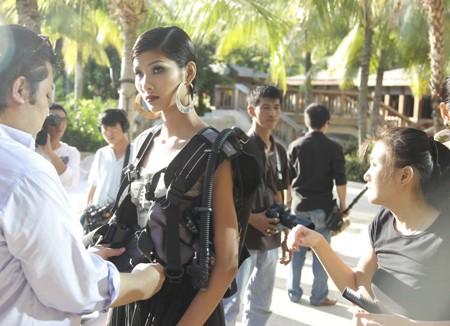 "Top 4 Model ""lột xác"" tại Singapore"