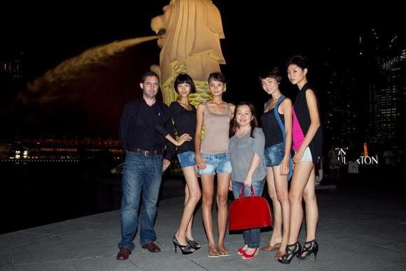 Top 4 Model khoe chân dài tại đảo quốc Sư Tử ảnh 8