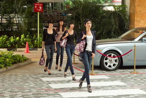 Top 4 Model khoe chân dài tại đảo quốc Sư Tử ảnh 4