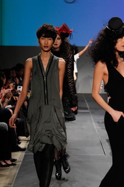 Người mẫu Việt liên tục nhận show tại Mỹ ảnh 3