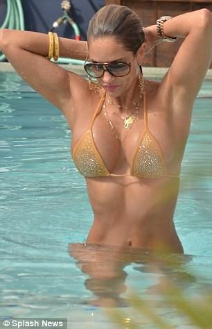 Hoa hậu Bikini của Mỹ đẹp bốc lửa bên bể bơi ảnh 4