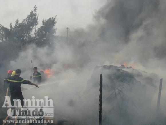 Cháy xưởng sản xuất nệm gây thiệt hại hơn tỷ đồng ảnh 2