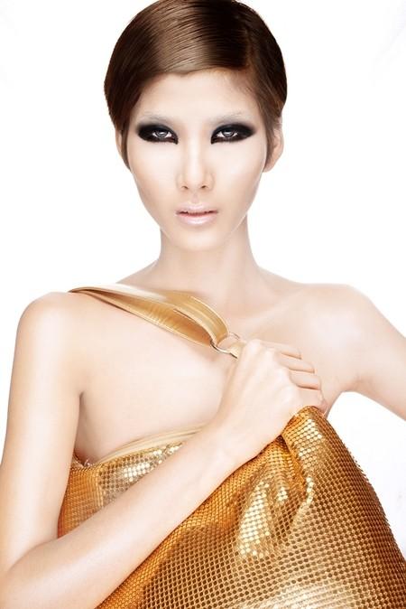 Hoàng Thùy, Lê Thúy bán nude trong bộ ảnh mới